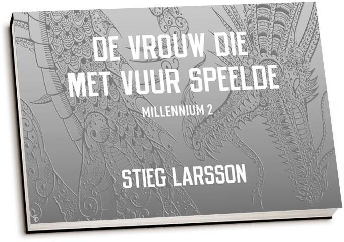 Stieg Larsson - De vrouw die met vuur speelde (dwarsligger)